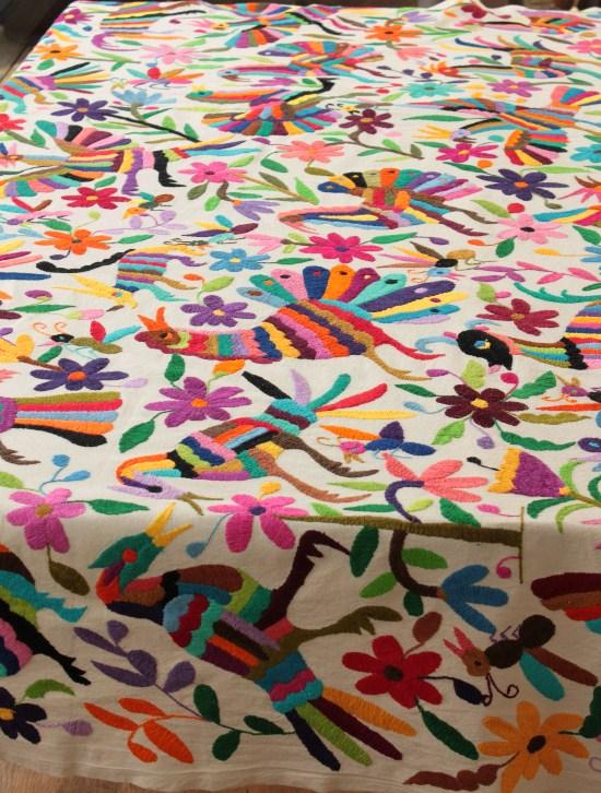 オトミ刺繍のベットカバー